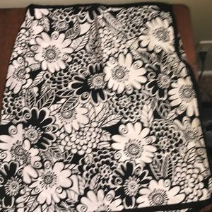 Sixth Alice black and white flowers size 8 skirt